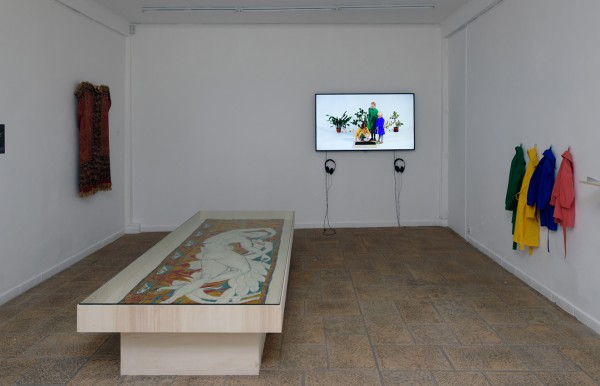 Exhibition view of « Akademia: Performing Life », Villa Vassilieff, Paris, 2018.  Ieva Epnere, Green School,  2017 and a scarf from the Duncan Collection.  Courtesy of Ieva Epnere and Duncan Collection.  Image : Aurélien Mole